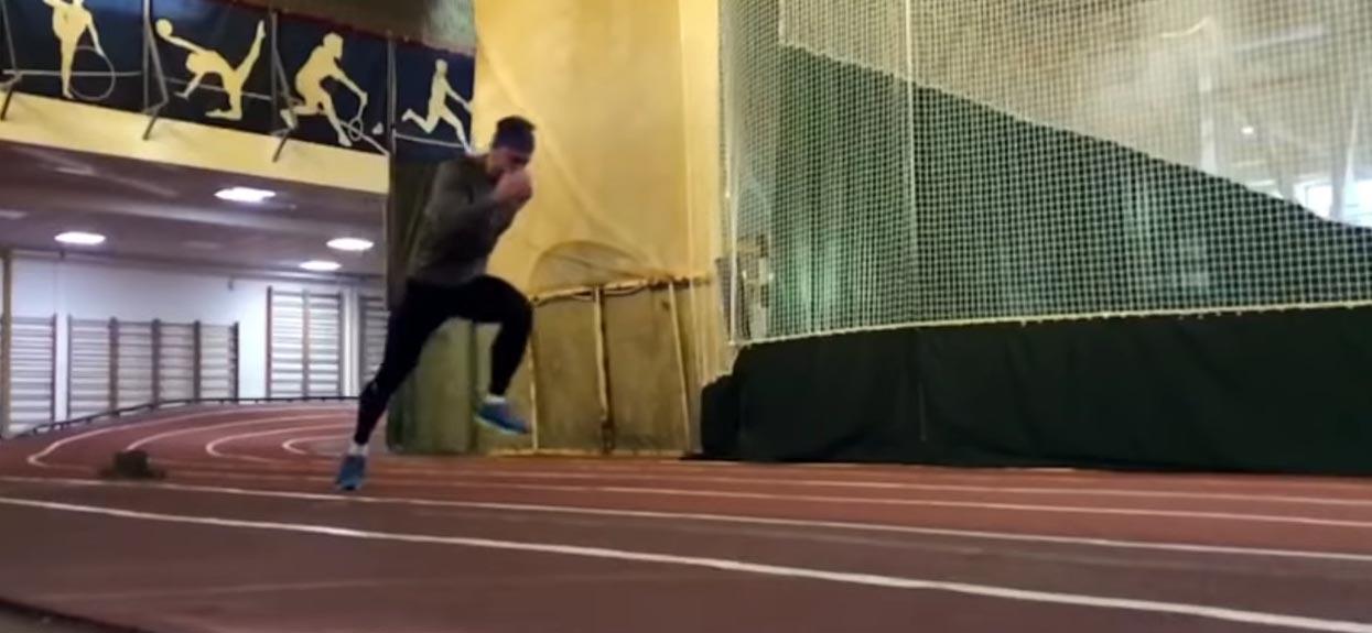 бег на 100 метров в зале