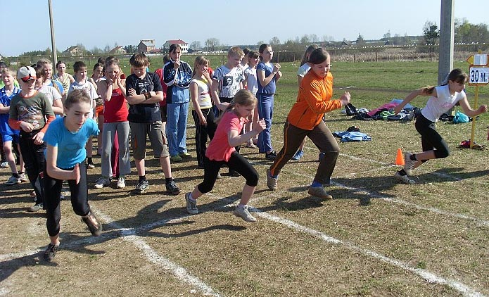 сдача нормативов при беге на 30 метров в школе