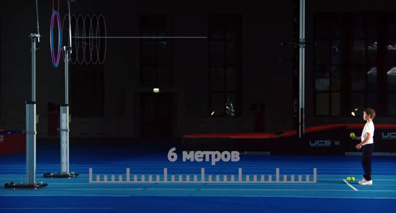 метание теннисного мяча в цель