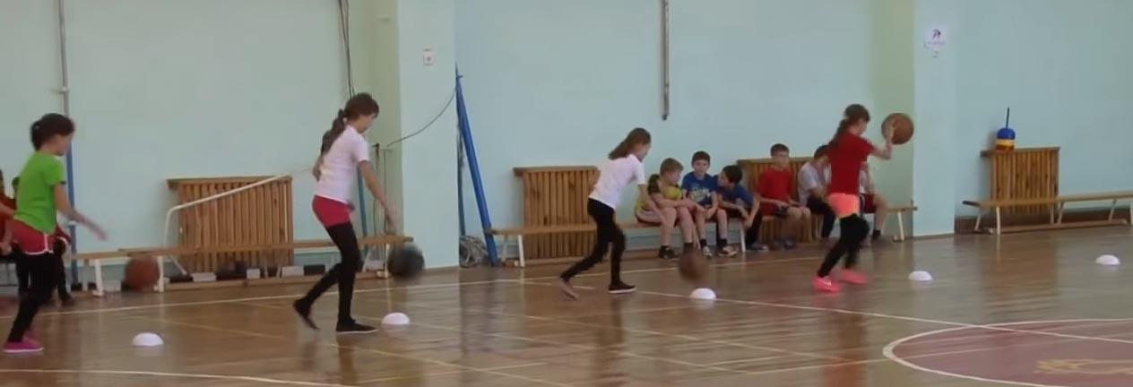 разминка физкультуры в 5 классе с мячом
