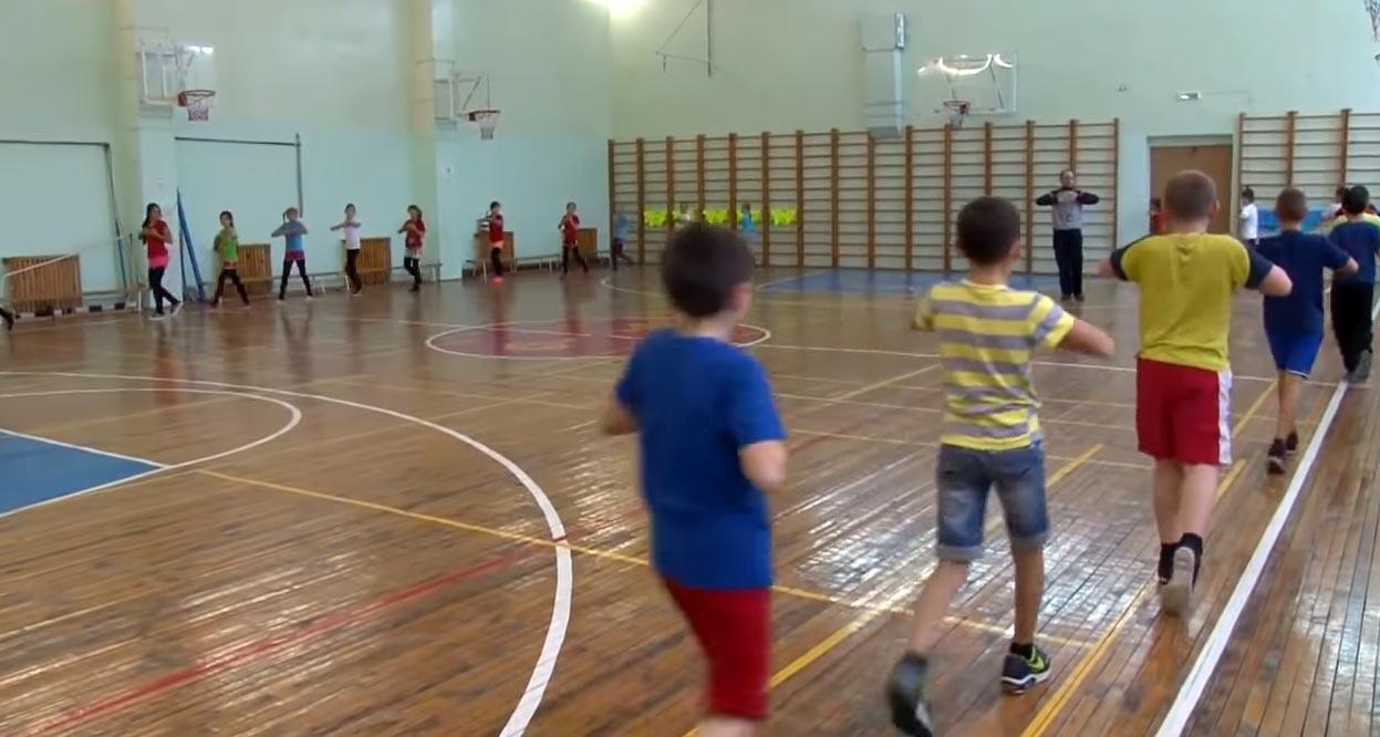 Урок физкультуры в 5 классе