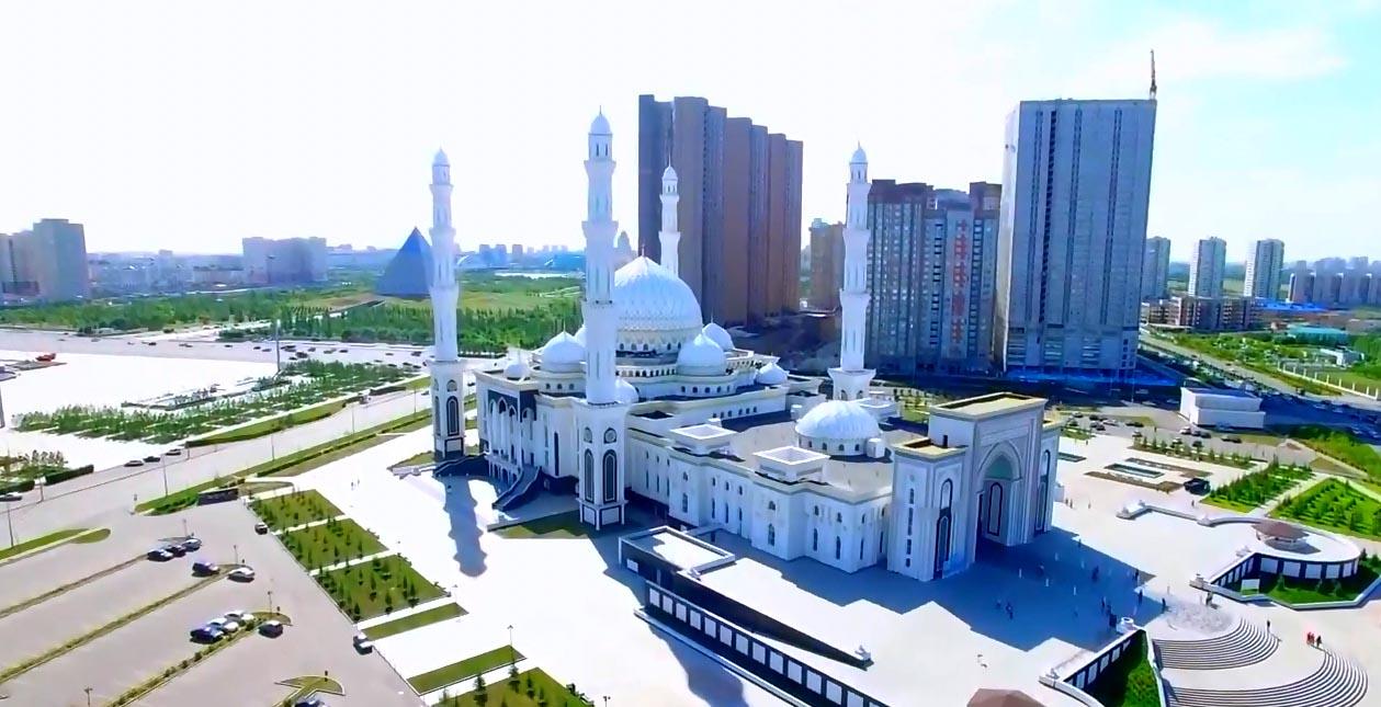город Нур-Султан - вид на мечеть