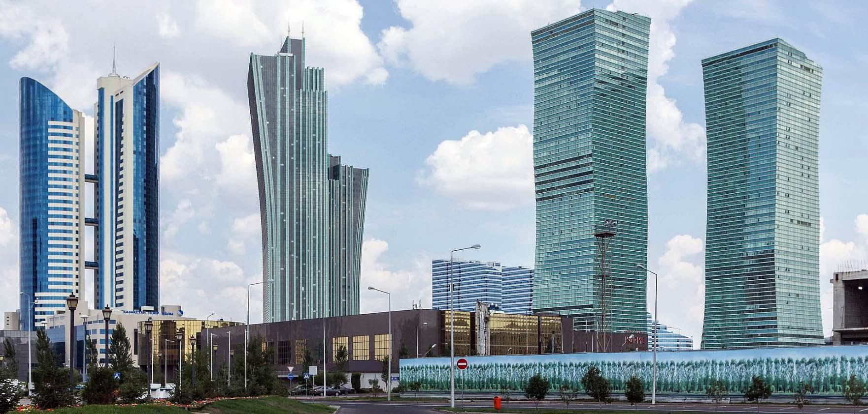 Город Нур-Султан - так пишется новая столица Казахстана