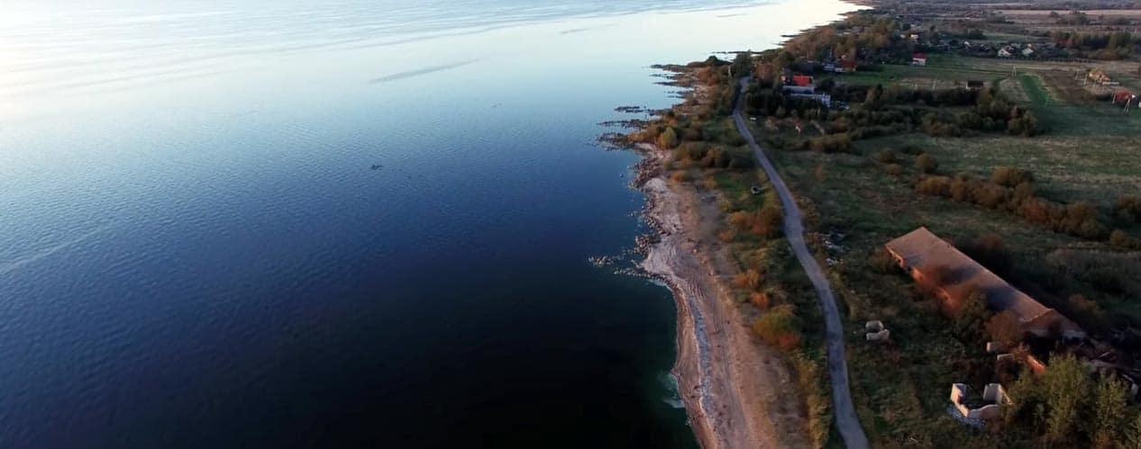 Чудское озеро над селением